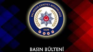 Balıkesir polisi, Bursa'dan gelen uyuşturucu tacirlerini şehrin girişinde gözaltına aldı.