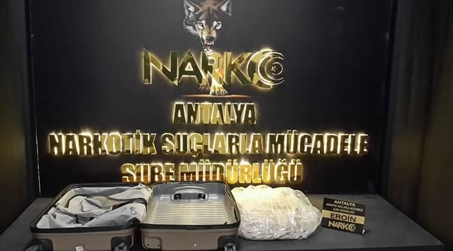 Antalya Havalimanında Yüklü Miktarda Uyuşturucu Madde Ele Geçirildi