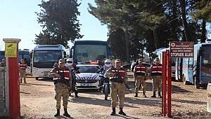 Deprem Sonrası Tutuklu ve Hükümlüler Jandarma Timlerinin Emniyet ve Refakatinde Sevk Edildi