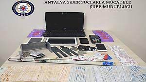 ATM Cihazlarına Kart Kopyalama Düzeneği Yerleştirerek Dolandırıcılık Yapan 2 Şüpheli Yakalandı