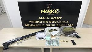 Manavgat İlçesinde Uyuşturucu Madde ve Ruhsatsız Silah Ele Geçirildi