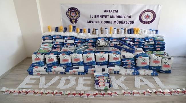 Antalya'da Piyasaya Sahte Gıda ve Temizlik Ürünleri Süren 2 Şüpheli Yakalandı
