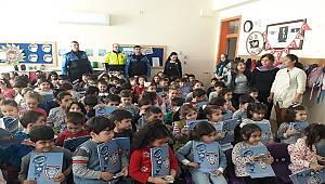 Antalya Polisi Öğrenci Ve Öğretmenlere Bilgilendirme Semineri Düzenledi