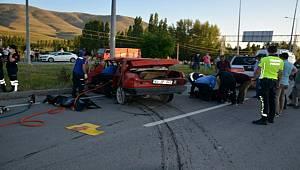 Sivas'ta Meydana Gelen Kazada 2 Kişi Hayatını Kaybetti