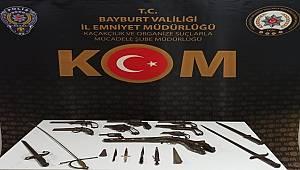 Bayburt'ta Osmanlı Dönemine Ait Tarihi Eser Kaçakçılığında 3 Şüpheli Şahıs Yakalandı