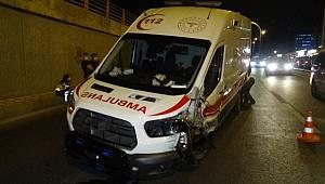 Diyarbakır'da ambulans kaza yaptı, kazada 3 kişi yaralandı
