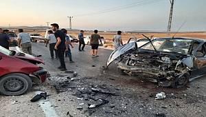 Gaziantep'te 2 araç kafa kafaya çarpıştı kaza da 3 kişi yaralandı