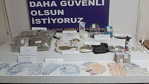 İstanbul Emniyet Müdürlüğü uyuşturucu ve sahte para operasyonu 3 kişi gözaltına alındı