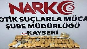 Kayseri'de durdurulan otomobilin 'yakıt tankı'nda 10 kilo 'esrar' ele geçirildi