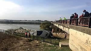 Adana'da tır köprüden aşağı düştü Şöför yaralandı