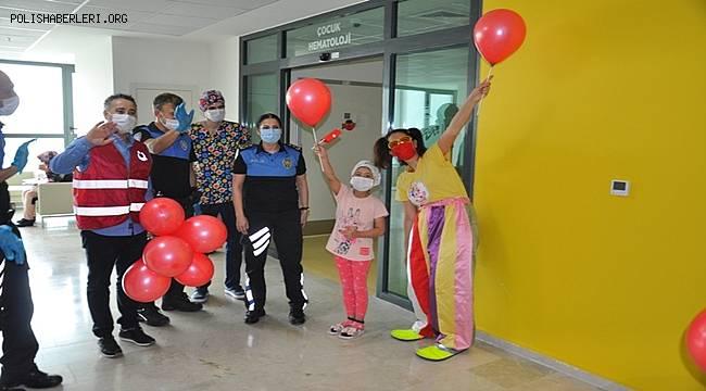 Polis Hasta Çocukları Mutlu Etti