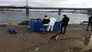 İstanbul'da Vatandaşların fark ettiği cansız beden denizden çıkarıldı
