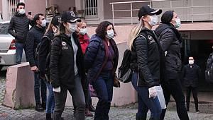 İzmir merkezli 12 ilde düzenlenen eş zamanlı terör operasyonunda 47 kişi gözaltına alındı