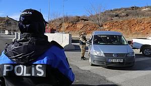 TDP ekipleri 'Mahalle Polisliği' faliyetleri kapsamında esnaflar Covid-19 tedbirleri hakında bilgilendirilmiştir