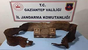 Gaziantep'te Orta Çağ'a ait ve 340 santimetre uzunluğunda piton yılanı derisi ele geçirildi
