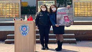 8 Mart'ta Kaymakamlık önünde Polis tarafından KADES tanıtımı yapıldı