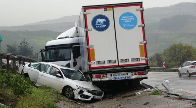 Bursa'da meydana gelen zincirleme kazada ortalık savaş alanına döndü