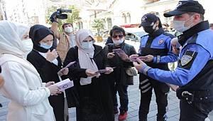 İstanbul'da polisler Kadın Acil Destek Uygulaması KADES'i tanıttı