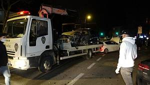 Kadıköy'de kontrolden çıkan lüks otomobil faciaya davetiye çıkardı 3 kişi yaralandı