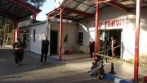Konak'ta Arıza nedeniyle Elektrik direğine çıkan adam 8 metreden beton zemine düştü
