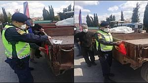 Manisa'da jandarma çiftçilere reflektör dağıttı