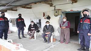 Manisa Jandarma ekipleri Kaybolan Yaşlı Adamı Camida Uyurken buldu