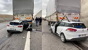 Niğde'de kamyona arkadan çarpan otomobilin sürücüsü ağır yaralandı