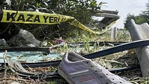 Şanlıurfa'da otomobil bariyerlere çarptı 2 kişi yaralanırken 1 kişi hayatını kaybetti