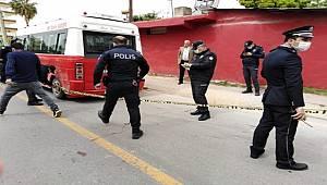 Tarsus'ta Yolcu olarak bindiği Minibüsün Sürücüsünü ayaklarından vurdu