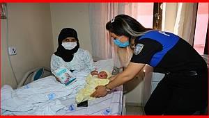 Adana'da Polisten yeni Doğum yapan 150 anneye bebek bezi desteği