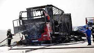 Konya'da Beyaz eşya yüklü tır alev alev yandı