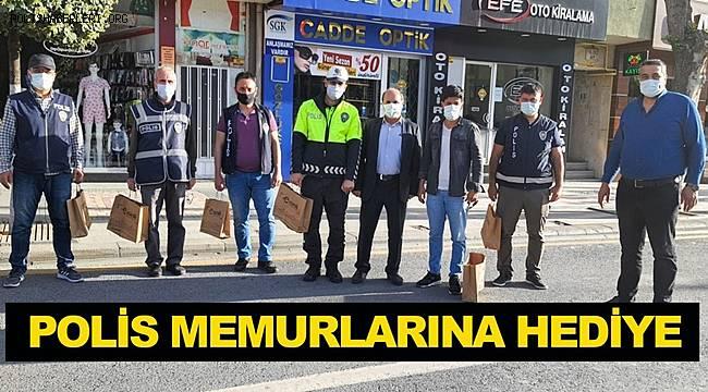 Malatya'da Polis memurlarına hediye takdim ettiler