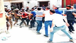 Adana'da havaya ateş eden şahsı linç etmek istediler ortalık bir anda karıştı
