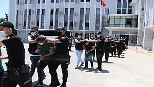 Devleti milyonlarca lira zarara sokan suç örgütü, adliyeye sevk edildi