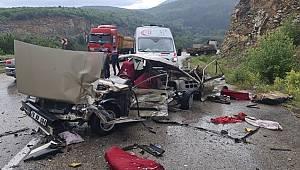 Piknik dönüşü feci kazada otomobil kağıt gibi parçalandı 1 kişi yaşamını yitirdi