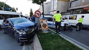 Sultangazi'de polis aracı ile otomobil çarpıştı 1'i polis 2 kişi yaralandı