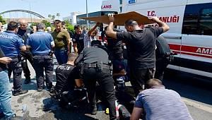 Adana'da silahlı yaralama olayına giden yunus ekipleri kaza yaptı