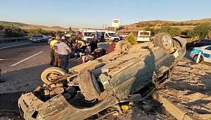 Kayseri'de refüje çıkarak takla atan otomobilde 5 kişi yaralandı