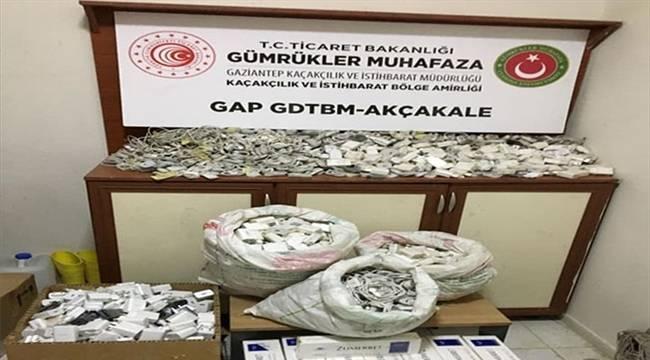 Şanlıurfa'da kaçak 1400 şarj başlığı ve kablosu ile 500 paket sigara ele geçirildi