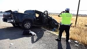 Şanlıurfa'da takla atan kamyonette 3 kişi yaralanırken 2 kişi yaşamını yitirdi