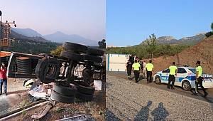 Adana'da kaçış rampasında beton bariyere çarpan kamyondaki 4 kişi yaşamını yitirdi