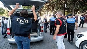 Adana'da polis okulların çevresinde denetim yaptı