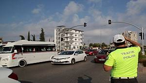 Adana'da trafik ekipleri okul çevrelerinde uygulama yaptı
