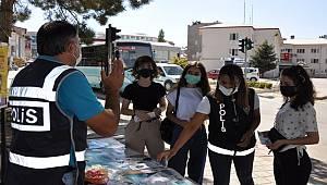 Afşin'de polis ekipleri vatandaşları bilgilendirdi