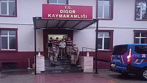 Kars'ta din istismarıyla dolandırıcılık yapan 2 zanlı tutuklandı