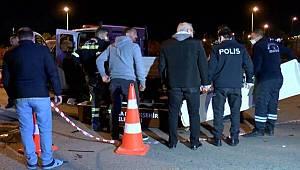 Otomobil belediye işçilerine ve kamyonetine çarptı, 1 kişi yaşamını yitirirken 3 kişi yaralandı
