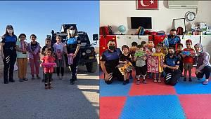 Şırnak Polisi çocuklarla bir araya gelip çeşitli hediyeler takdim etti