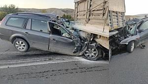 Ankara'da otomobil, TIR'a çarptı 1 kişi yaşamını yitirdi
