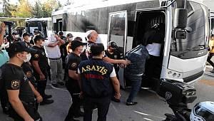 Mersin polisinin düzenlediği fuhuş operasyonunda 14 kişi gözaltına alındı
