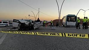 Şanlıurfa'da halk otobüsü ile otomobilin çarpışması sonucu 11 kişi yaralandı
